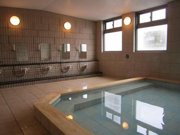 硫黄が香る大浴場です