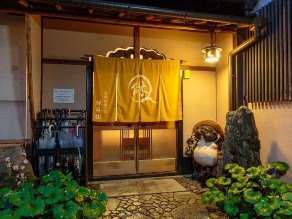 祇園・高台寺のねねの道から一本入った路地にあります。