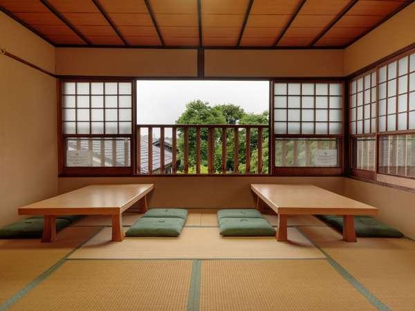 3階の共用エリアからは内庭を一瞥することができます。