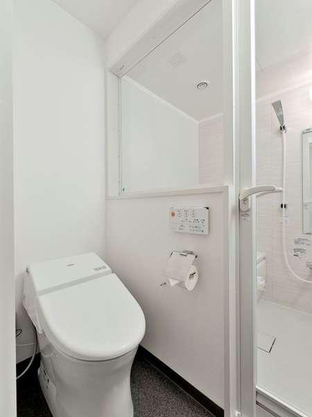 トイレとバスルームは全室独立。バスルームは洗い場付き。(セミダブルベッドルーム)
