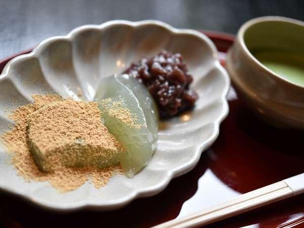 お隣 千寿庵吉宗の名物    わらびもち 食しに行ってくだしませ。