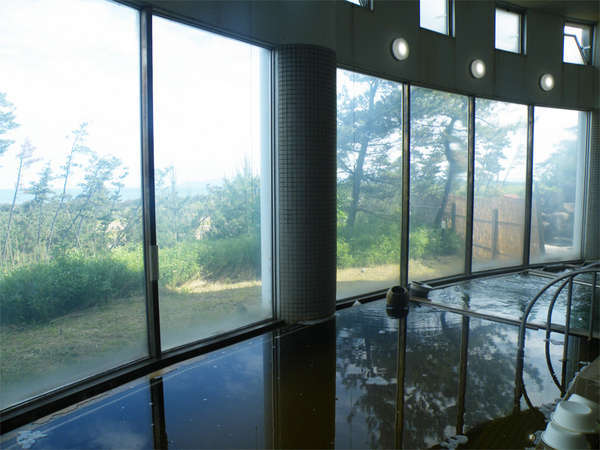 *夕陽温泉WAO大浴場/男女別一か所ずつございます。湯上り感の爽快な天然温泉をお楽しみ下さい。