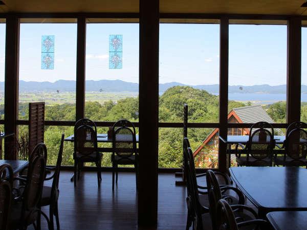 【クラブハウス】園内の豊かな緑と、雄大に広がる宍道湖…思わず見とれちゃいます!