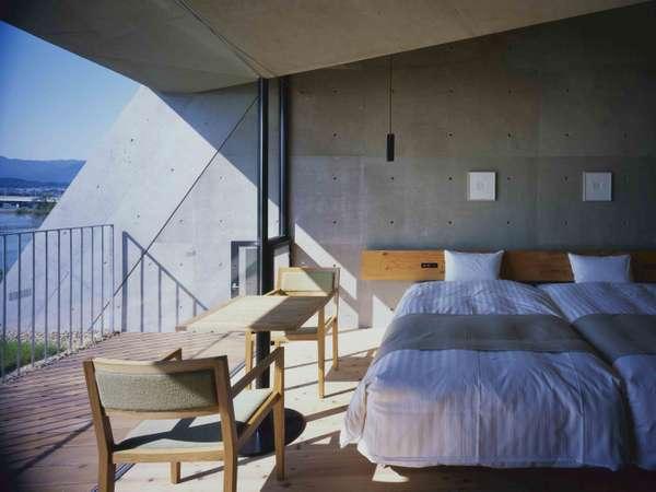 【3F/ゲストルーム】朝の柔らかい自然光が差し込むお部屋で快適な目覚めを