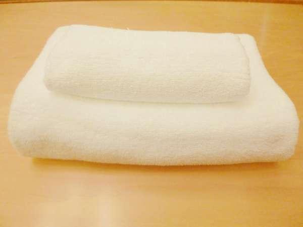 【フェイスタオル&バスタオル】清潔なふわふわのタオルをご用意しています。