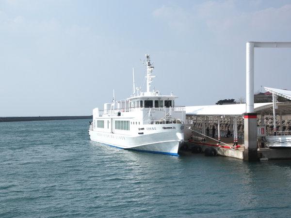 *甑島行きの高速船。当館は甑島に遊びにいく拠点に最適!