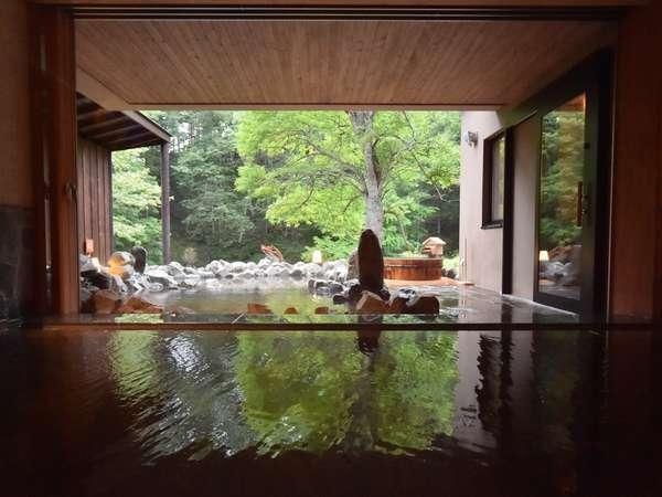◆内風呂◆開放的な大きな窓がある大浴場