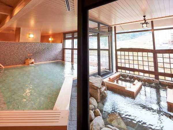 【大浴場】・内湯・山側に面した内湯から冬はスキー場がご覧いただけます。