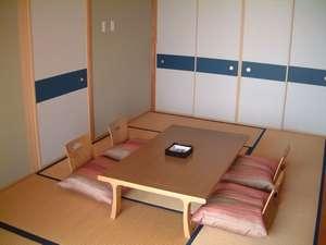和洋室でゆっくり寛げるオーシャンスィートルーム(約80㎡)