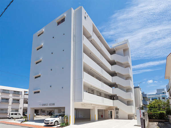 【SUNRIZE・OCEAN】外観 一階はご宿泊客専用駐車場です。