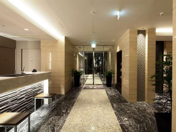 ホテル1Fフロントです