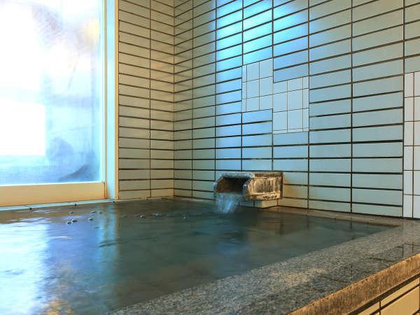 お湯はお肌にやさしいアルカリ性単純温泉の夕日ヶ浦温泉。