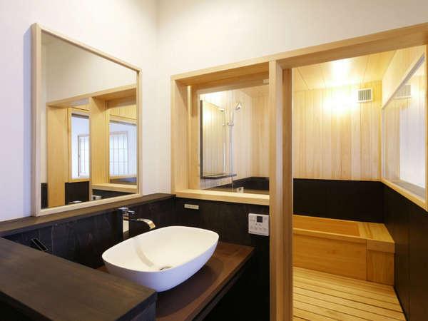 お風呂や水回りは現代の快適性を備えているので、安心。