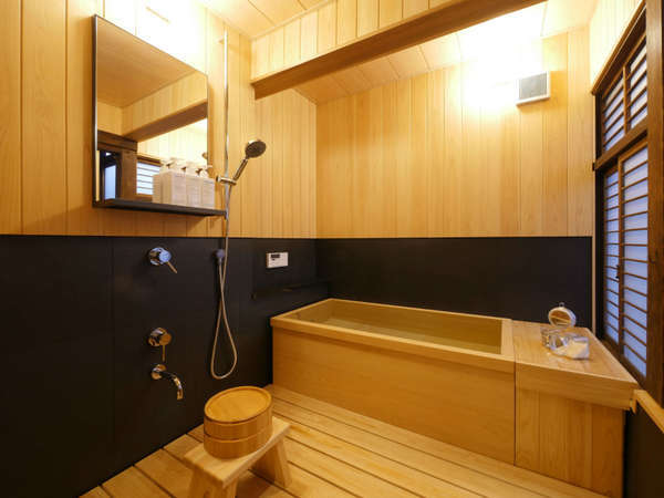 全部屋に檜風呂を完備。優しい木の香りに包まれてリラックスしたバスタイムを。