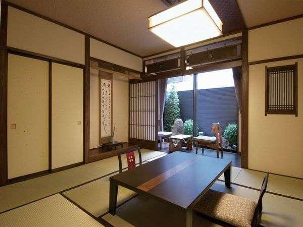《新館客室》坪庭付きの客室です