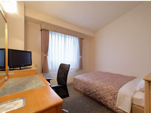 【セミダブル】ベッド幅は140cm。ビジネスや予算を抑えたい方にオススメのお部屋です♪