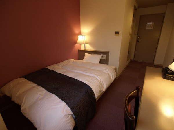 全室リニューアル済みの1400幅シングル 綺麗です。デュベスタイル羽毛布団で安眠楽々!