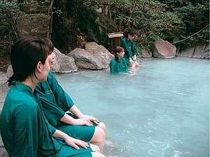 【風呂】深緑の中、良質温泉が自慢の場を浴衣で満喫/緑渓湯苑
