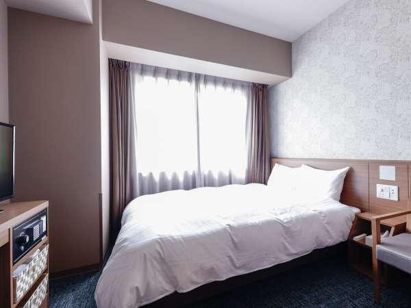 ■ダブルルーム広さ15平米(シモンズ社製ベッド140×195センチ)