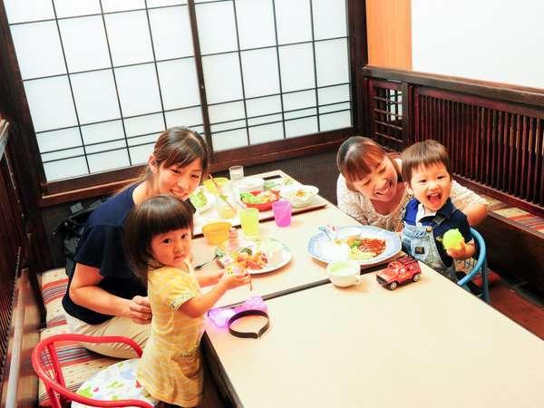 併設の【レストラングドラック】は子連れも安心の半個室座敷席あり!