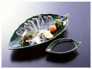 小魚の代表する高級魚オコゼの薄造り。