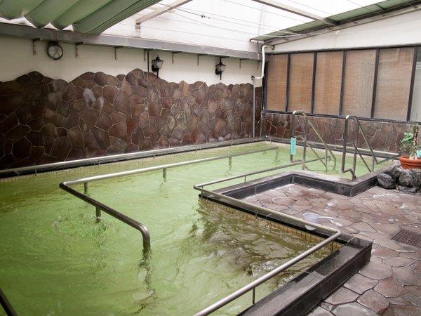 【露天風呂】立ったまま入る露天風呂!温泉につかってウォーキングが出来ますよ。