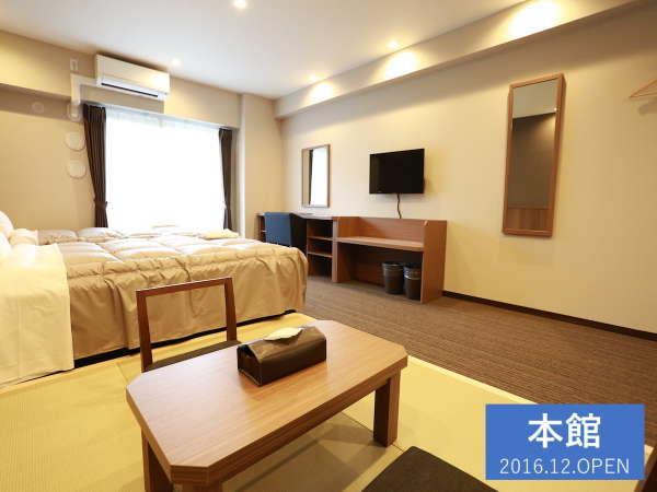 【35㎡のツイン和洋室】セミダブルベッドが2台と畳スペースのあるお部屋です。