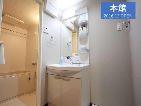 大きな洗面所とバスルームも広め♪