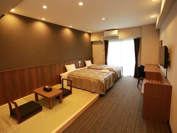 ■ 和洋室 ■幅120センチベッド2台+畳スペースがあるお部屋/3名以上は畳に布団をご用意(最大2枚)