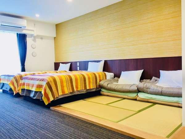 ■ 和洋室 ■ 3名様以上は畳スペースに布団を準備致します。(最大2枚)