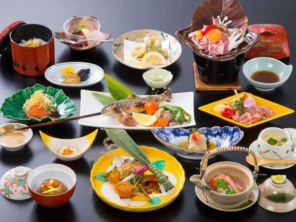 地元の旬の食材を活かした和食膳(料理一例)