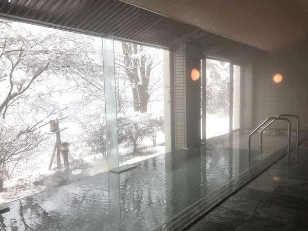 温泉に浸かりながらの雪景色は乙なものです