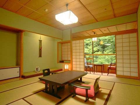【花庄庵】スタンダード客室です。プランによってお部屋食、レストラン食をお選びいただけます。