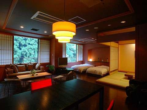 【六庄庵101 露】広くて開放的なリビングが特徴的です。全6部屋ある六庄庵でも一番人気です。
