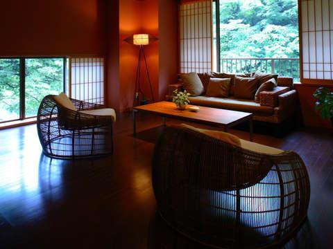 【六庄庵101 露】洗練されたモダンなデザイナーズ家具やマッセージチェアを備えております。