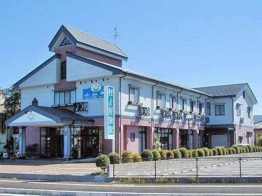【外観】JR中条駅より徒歩1分の立地にある当館は交通アクセスも抜群です