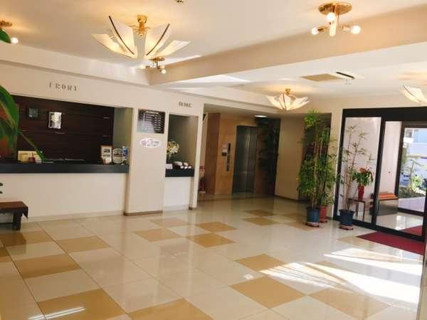 【ホテルフロント】みなさまのお越しをお待ちしております。