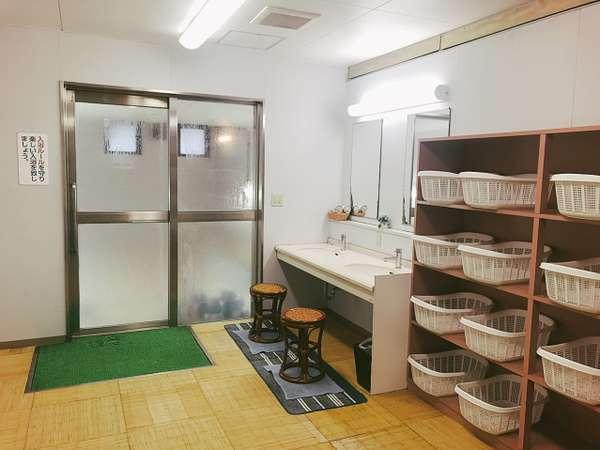 【浴場 脱衣場】冷暖房完備となっております。