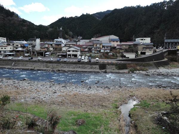 【成田屋】自然豊かな白川のほとりに佇む家族で営む小さな素朴なお宿。