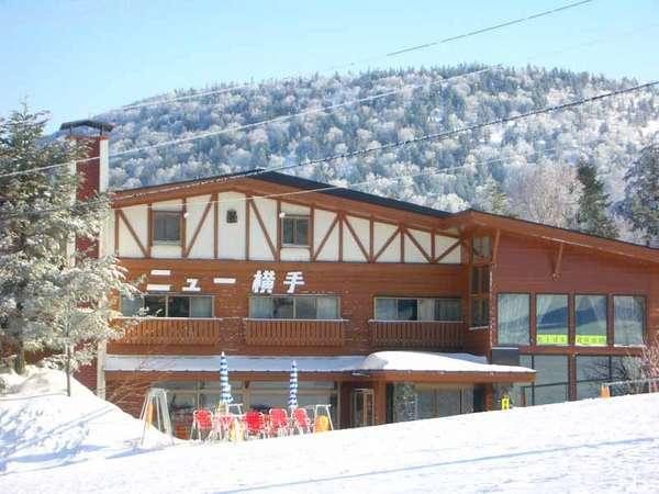 *「横手山スキー場」ゲレンデの中に建っているため、ウィンタースポーツには最適の環境です。