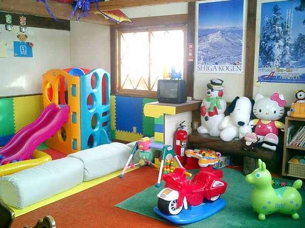 *お子様がいても安心のキッズルーム。遊戯や絵本などが揃えられています。