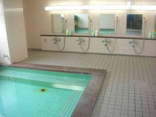*24時間ご利用いただける優しい泉質のミネラル温泉。