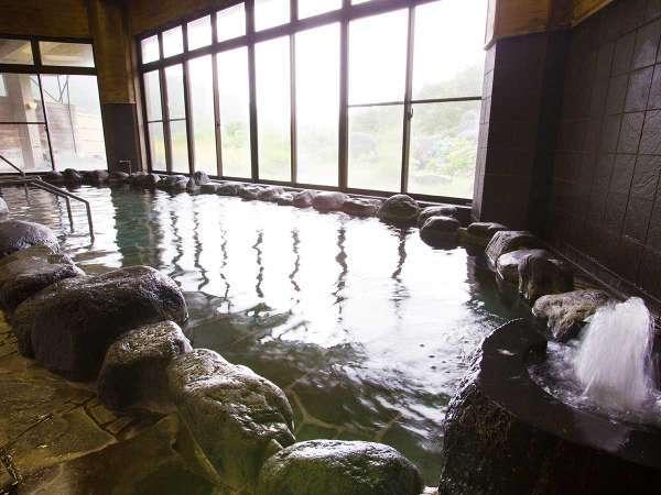 【露天風呂/岩】利賀の最高峰「金剛堂山」の麓、1,100メートルから湧出した天竺の湯。
