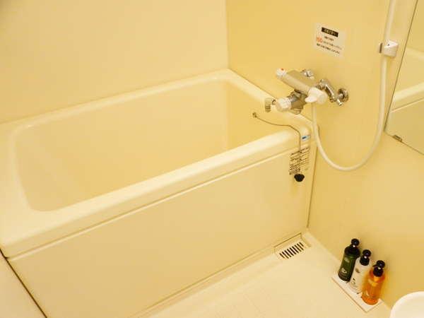 【独立型バスルーム】 全室バスルームとトイレは独立型です。 バスタブ外の洗い場で、座ってが洗えます。