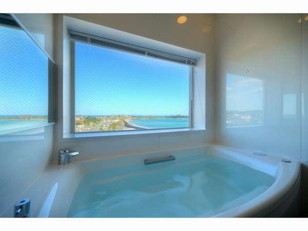 501号室のお風呂日の出と海を眺めながら入浴できます