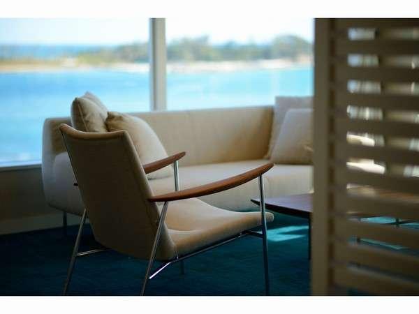 501号室お部屋は海のイメージ。絨毯の色も海色