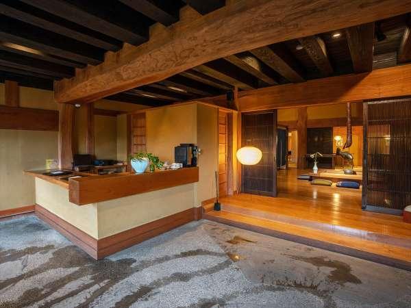 秋月久織亭のフロントはレストランと同じ母屋にあります。