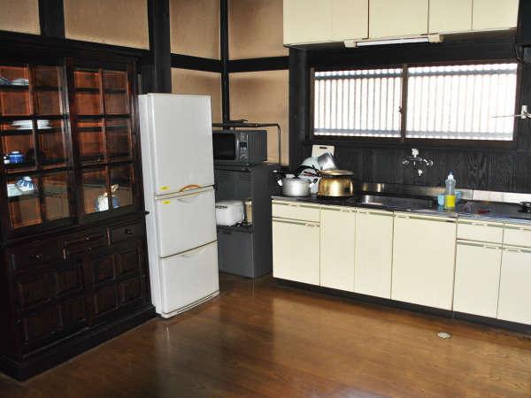 【かやぶきの宿館内】キッチン