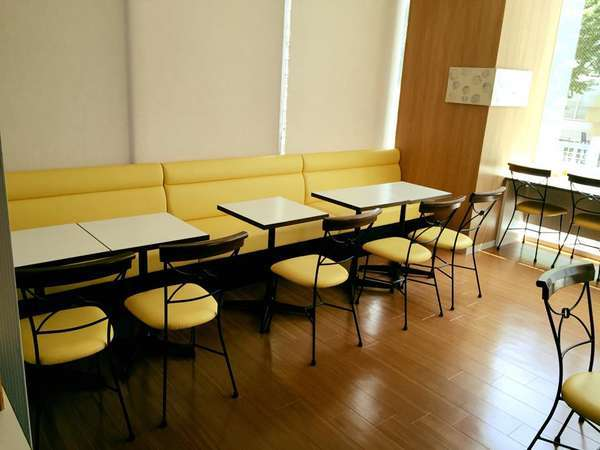 ◆朝食会場にはソファー席もあるのでお子様連れでもラクラク♪◆