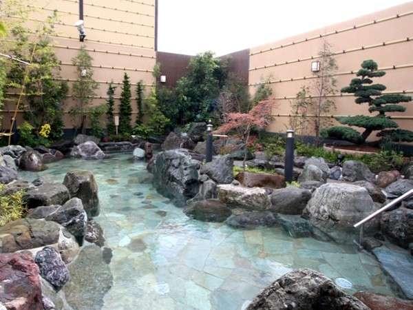 大露天風呂をはじめ、多種多様なお風呂が揃っています。